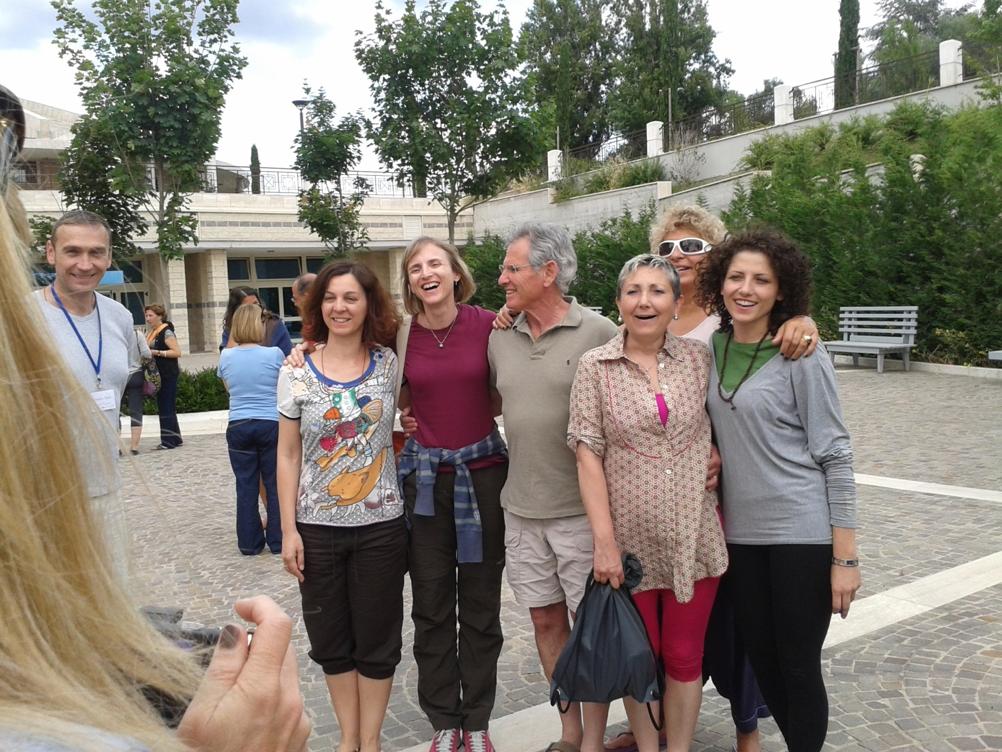 Jon Kabat Zinn con degli allievi del corso di mindfulness